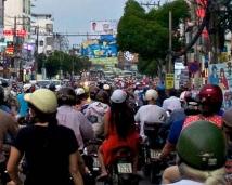 Conduciendo en moto por Saigon